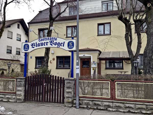 Blauer vogel bayerisches restaurant in m nchen for Am moosfeld 21